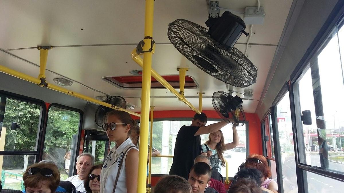 """""""Я у мамы инженер» или как новороссийские водители автобусов борются с жарой"""