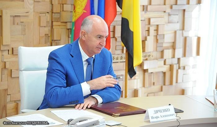 - Отдыхать на Малой земле законом не запрещено, - считает глава Новороссийска