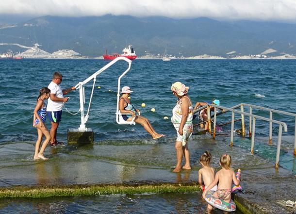 Обокрали инвалидов: с пляжа в Новороссийске пропало дорогое оборудование