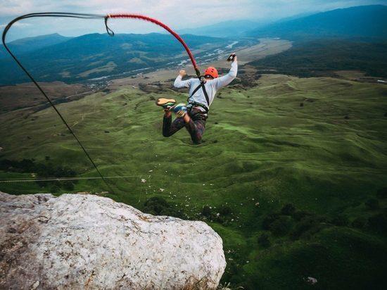 Сорвался в пропасть во время прыжка с тарзанкой турист из Новороссийска