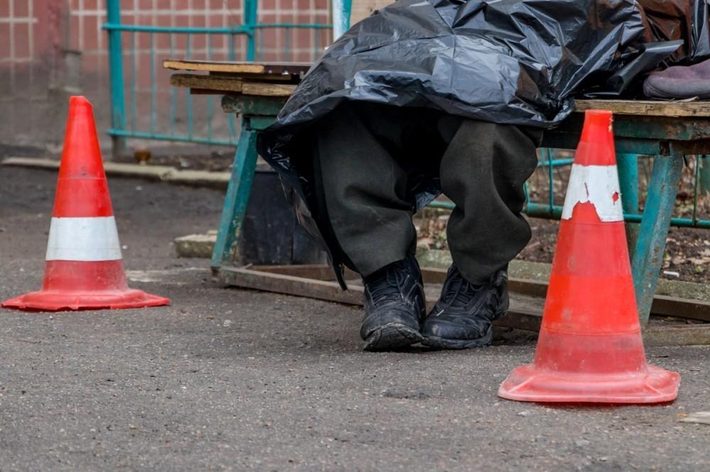 Труп новороссийца обнаружили на остановке Центральный рынок