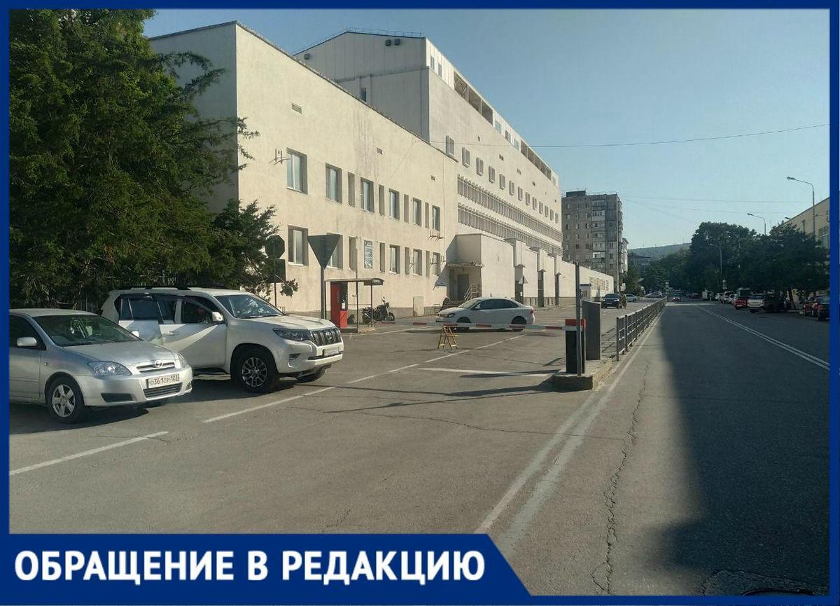 Новороссиец о платной стоянке: «Чем это отличается от поборов?»