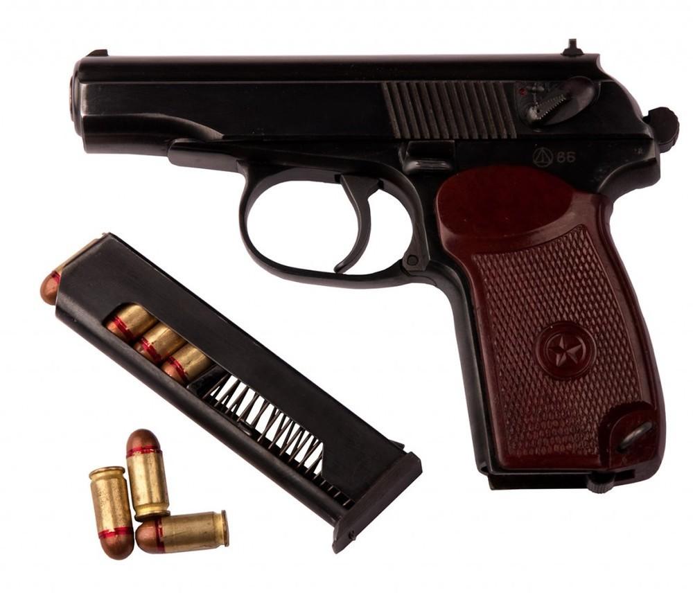 Вооружен, пьян и агрессивен: новороссиец разгуливал по городу с пистолетом