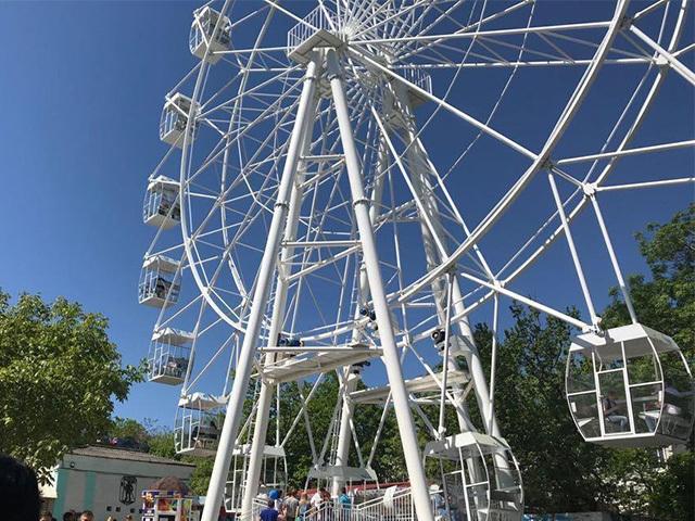 Не успели новороссийцы покататься на новом колесе обозрения, как его уже закрыли