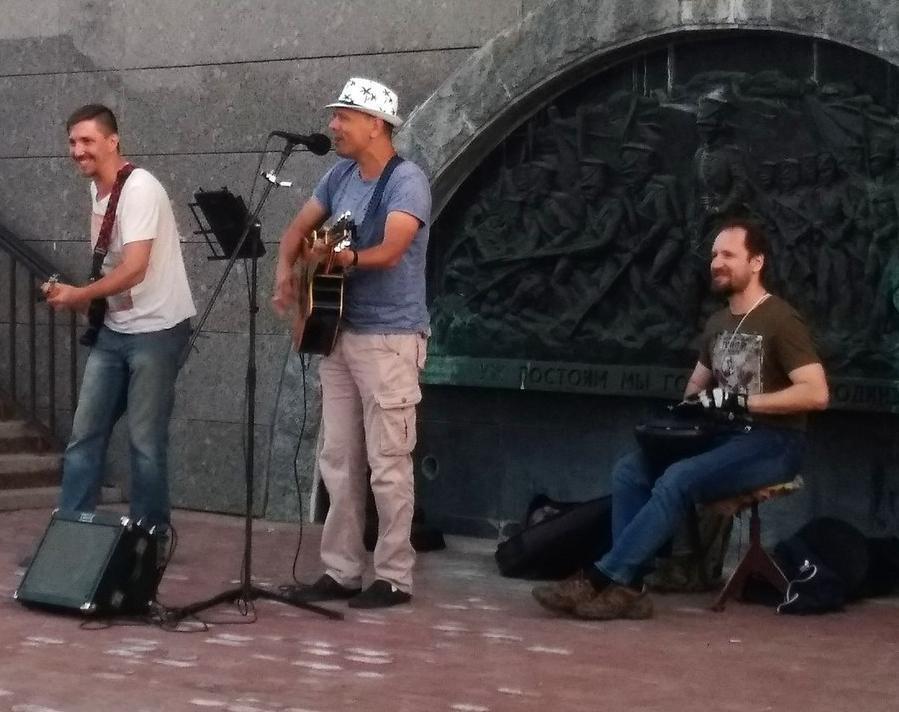 Тамбовский певец Новороссийску больше не товарищ