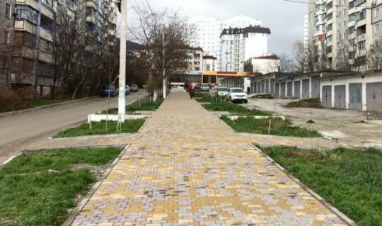 В 13 микрорайоне Новороссийска реконструируют сквер
