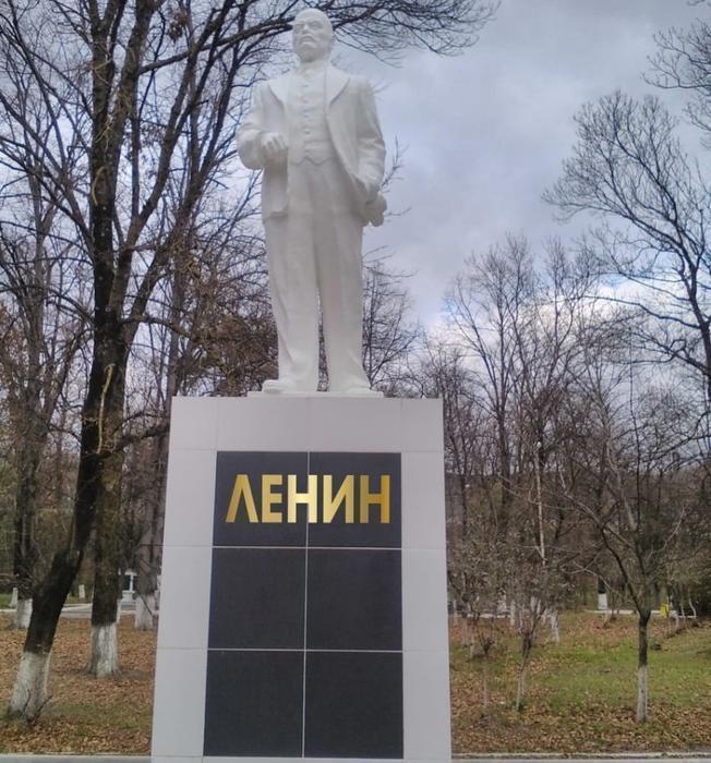 памятник Ленин.jpg